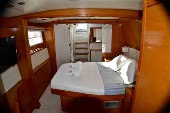 Amura II 450F LAGOON Catamaran - Master Cabin