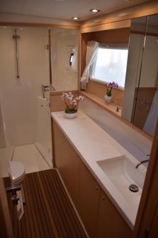 Samoru 1 450F LAGOON Katamaran - Bathroom